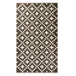 Handwoven Cross Black and White Wool Rug (India)