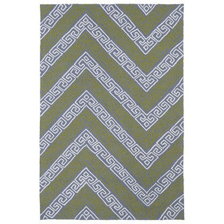 Indoor/ Outdoor Luau Grey Chevron Rug (7'6 x 9')