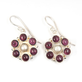 Handcrafted Sitara Silverplated Garnet and Freshwater Pearl Earrings (India)