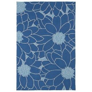 Indoor/ Outdoor Fiesta Blue Flower Rug (5' x 7'6)