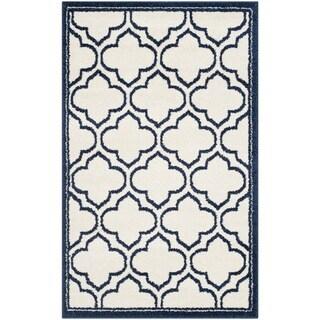 Safavieh Amherst Indoor/ Outdoor Ivory/ Navy Rug (2'6 x 4')