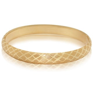 Gioelli 14k Gold Satin/ Diamond-cut Textured Oval Bangle
