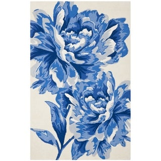 Isaac Mizrahi by Safavieh Porcelain Flower Ivory/ Blue Wool Rug (4' x 6')