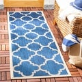 Safavieh Indoor/ Outdoor Moroccan Courtyard Navy/ Beige Rug (2'3 x 8')
