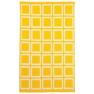 Indo Hand-woven Sunny Mimosa Yellow/ Bright White Geometric Area Rug (4' x 6')