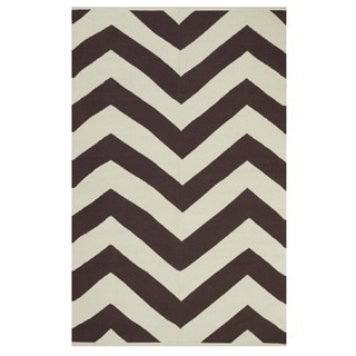 Indo Hand-woven Lexington Coffee Brown/ Beige Contemporary Chevron Area Rug (6' x 9')