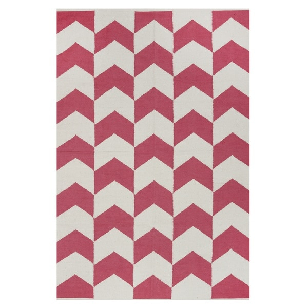 Hand-woven Indo Metropolitan Rose/ Bright White Contemporary Chevron Area Rug (6' x 9')