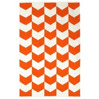 Indo Hand-woven Metropolitan Orange Peel/ Bright White Contemporary Chevron Area Rug (8' x 10')