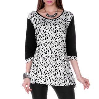 Women's Black/ White Circle Print 3/4-sleeve Top