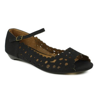 Fahrenheit Women's 'Naomi-02' Black Laser-cut Mary Jane Flats