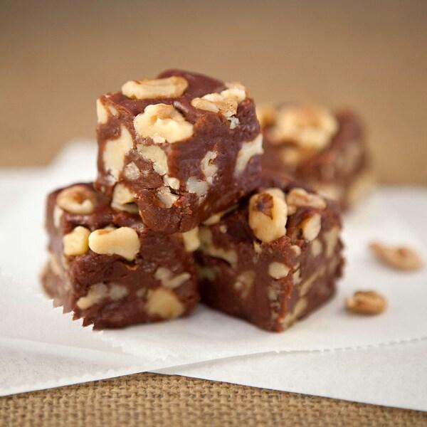 'Nut'orious Fudge Burlap Bundle (10 Pieces)