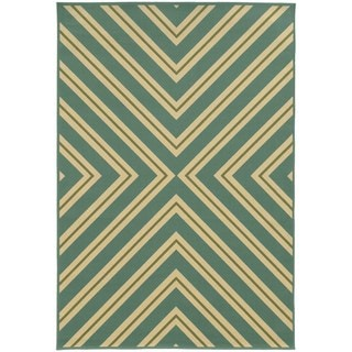 Indoor/ Outdoor Geometric Polypropylene Rug (6'7 x 9'6)