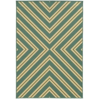 Indoor/ Outdoor Geometric Polypropylene Rug (7'10 x 10'10)