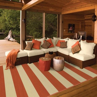 Indoor/ Outdoor Stripe Polypropylene Rug (7'10 x 10'10)