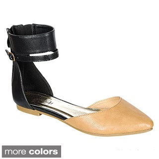 Refresh Women's 'UTurn' Buckled Flat Sandals
