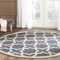 Safavieh Handmade Moroccan Cambridge Dark Grey/ Ivory Wool Rug (6' Round)
