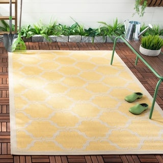 Safavieh Indoor/ Outdoor Moroccan Courtyard Yellow/ Beige Rug (4' x 5'7)