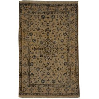 Persian Hand-knotted Nain Ivory/ Navy Silk and Wool Rug (4'4 x 6'8)