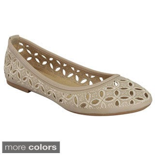 Top Moda Women's 'GO-15' Cut-out Embroidered Ballet Flats