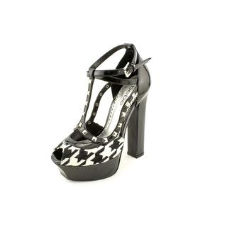 Bebe Women's 'Lelland' Patent Leather Dress Shoes (Size 7 )
