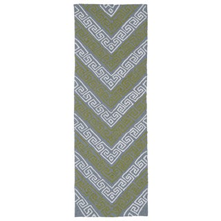 Indoor/Outdoor Luau Grey Chevron Rug (2' x 6')