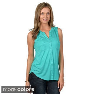 Hailey Jeans Co. Junior's Sleeveless Button-up Top