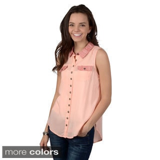 Journee Collection Junior's Sleeveless Two-tone Button-up Top
