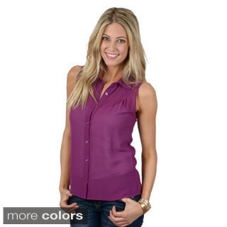 Journee Collection Junior's Sleeveless Button-up Chiffon Top