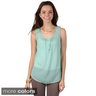 Journee Collection Junior's Sleeveless Heart Cut-out Chiffon Top