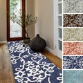 Hand-tufted Floral Contemporary Runner Rug (2'6 x 8')