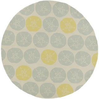 Hand-hooked Jill Transitional Coastal Indoor/ Outdoor Area Rug (8' Round)