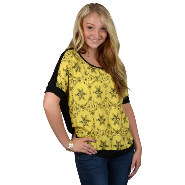 Journee Collection Women's Woven Print Top