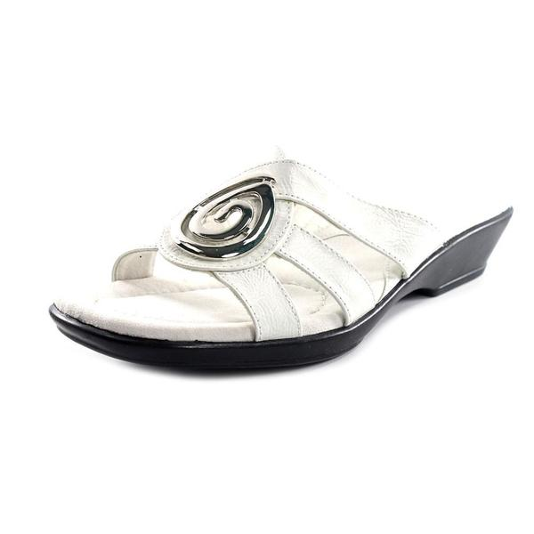 Easy Street Women's 'Swire' Faux Leather Sandals - Narrow (Size 8 )