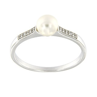 Pearlz Ocean Sterling Silver White Freshwater Pearl and White Topaz Ring (6.5 mm)