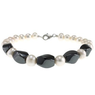 Pearlz Ocean Sterling Silver Clasp Hematite and Freshwater Pearl Bracelet (7-8 mm)