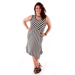 Women's Plus Size Black and White Multi-stripe Sleeveless Dress