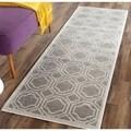 Safavieh Indoor/ Outdoor Amherst Grey/ Light Grey Rug (2'3 x 11')