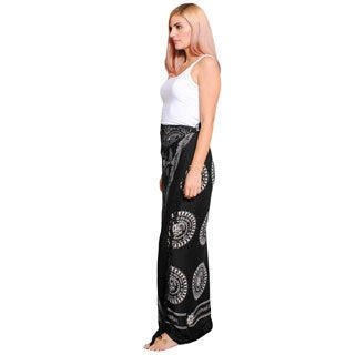 Hand-crafted Women's Om Printed Sarong (India)