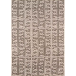 Indoor/ Outdoor Taupe Diamonds Rug (7'10 x 10'10)