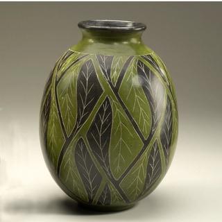 Hand-crafted Alternating Etched Leaf Decorative Vase (Nicaragua)