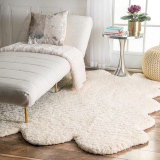 nuLOOM Hand-tufted Faux Sheepskin Sexto Pelt Natural shag Rug (4' x 9'6)