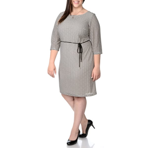 Sandra Darren Women's Plus Size Wavy Print Shift Dress