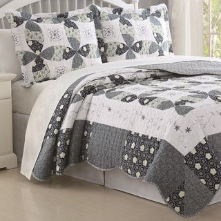 Hand-crafted Regina Blue/ White 3-piece Quilt Set