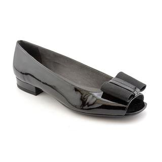 Stuart Weitzman Women's 'Bowella' Patent Leather Dress Shoes (Size 6.5 )
