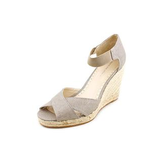 Adrienne Vittadini Women's 'Vee' Fabric Sandals