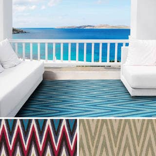 Hand-Tufted Remi Contemporary Chevron Indoor/Outdoor Area Rug -(5' x 8')