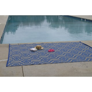 Christopher Knight Home Homesuite Outdoor Rug (8' x 10') with Bonus Trellis Blue Runner (3' x 5')