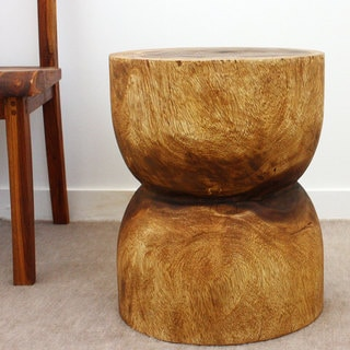 Hand-carved Walnut Oil Acacia Wood End Table (Thailand)