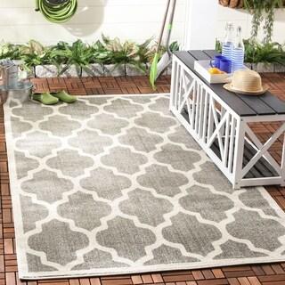 Safavieh Indoor/ Outdoor Amherst Dark Grey/ Beige Rug (5x8)