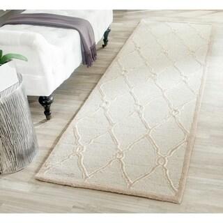 Safavieh Handmade Moroccan Cambridge Light Grey/ Ivory Wool Rug (2'6 x 8')